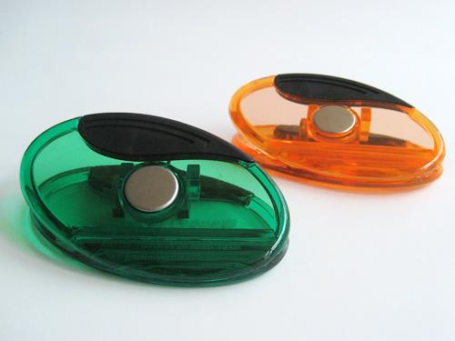 Plastic magnetic clip